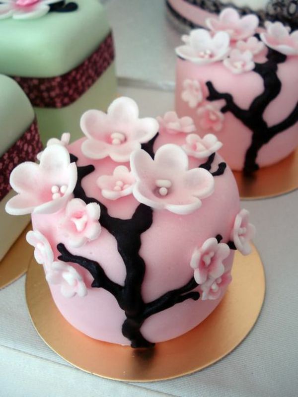 fancy cake pink decorating flowers