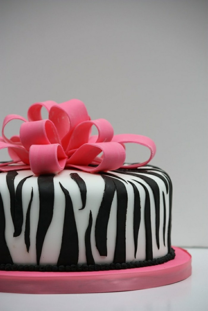 decorate pies like a gift with fondant