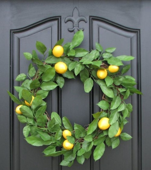 Door wreaths of lemons