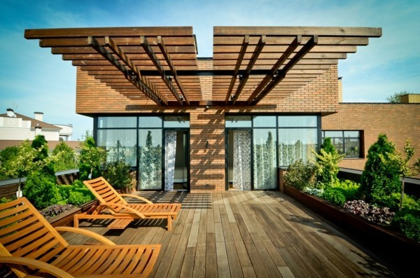 Terrace roofing wood as a sunscreen