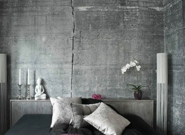 Wall color with concrete look cushion deco