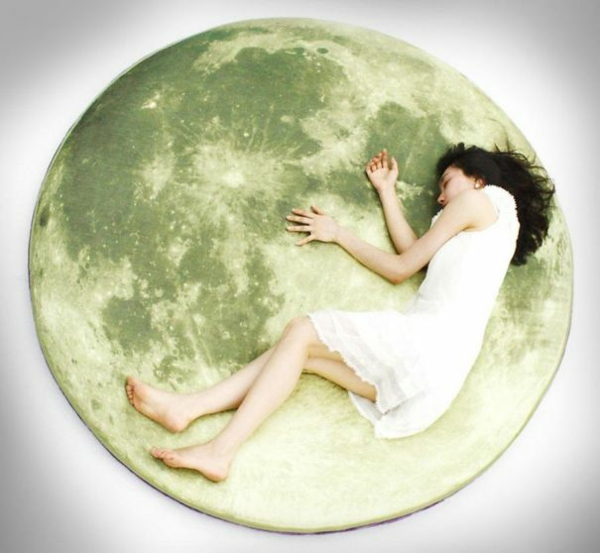Creative-Pillow-and-pillow-moon