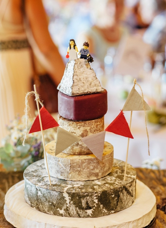 themed and unusual wedding cakes