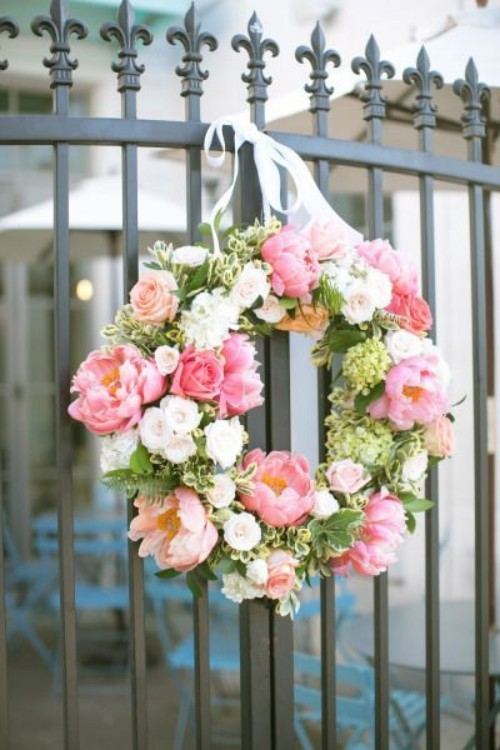Flower wreath metal fence