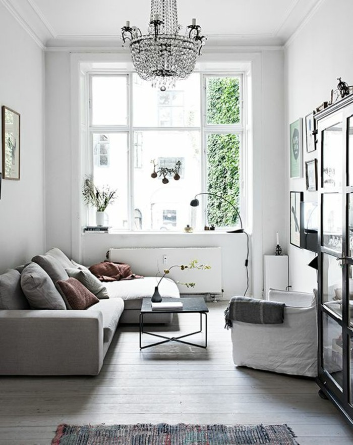 bright color scheme for the small living room