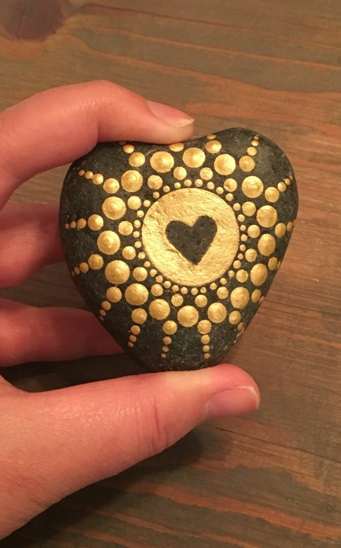 Manala pattern stones painted with gold heart