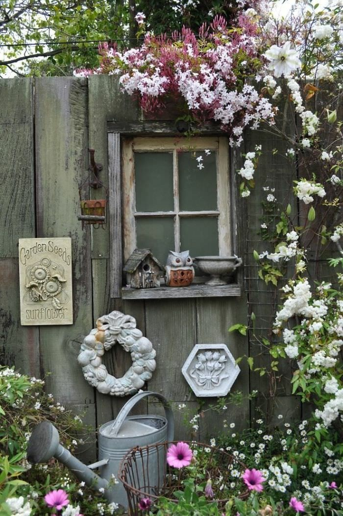 Decorating ideas to decorate the fence vintage