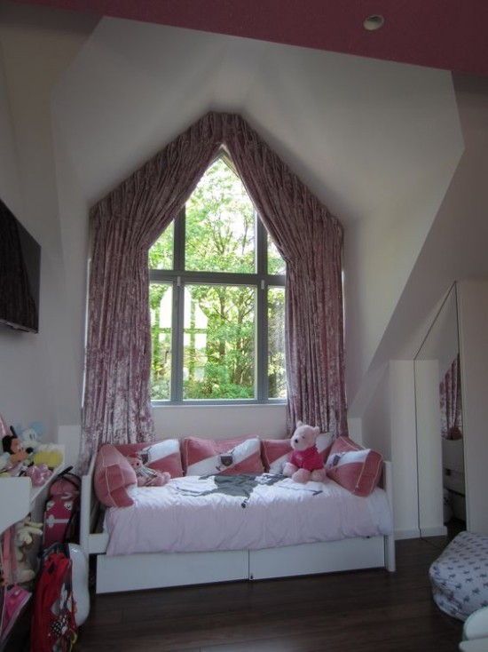 window curtains blue pink white