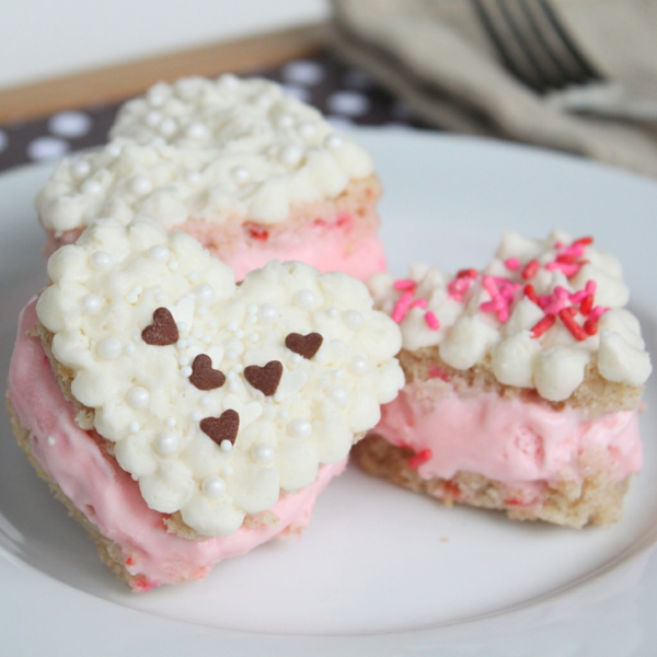 fancy cake cream heart shape