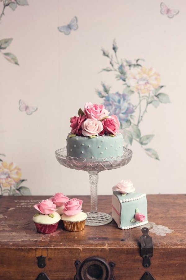 wallpaper flowers cake wall design
