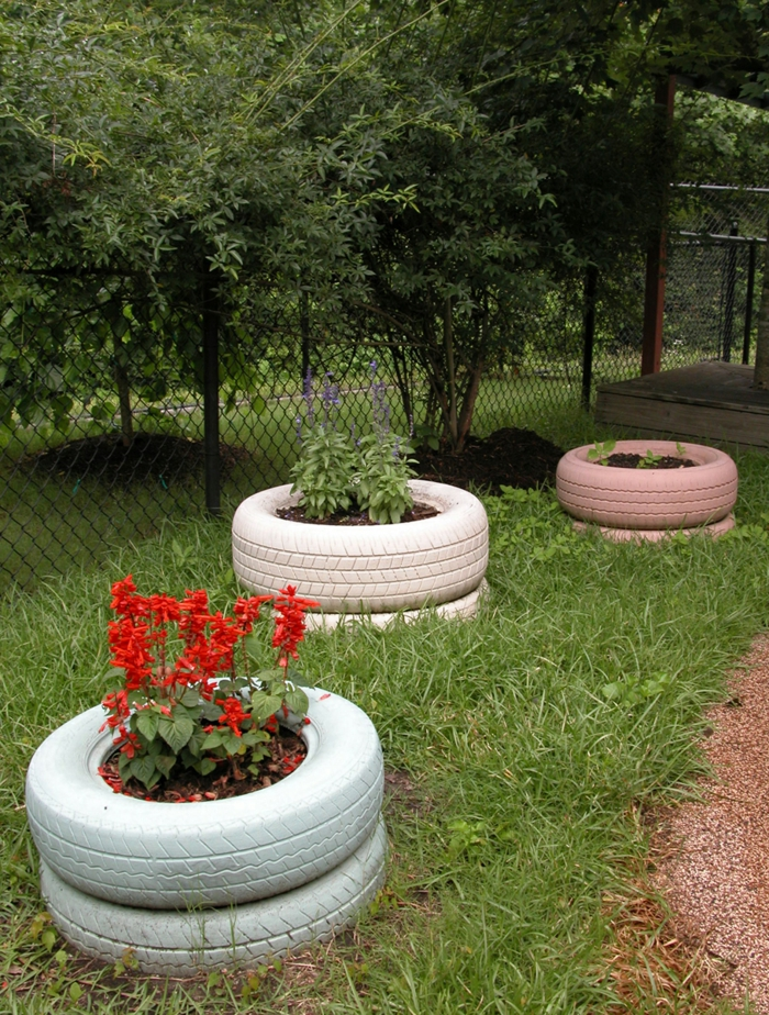 garden tips old car tires reuse kreaative garden ideas
