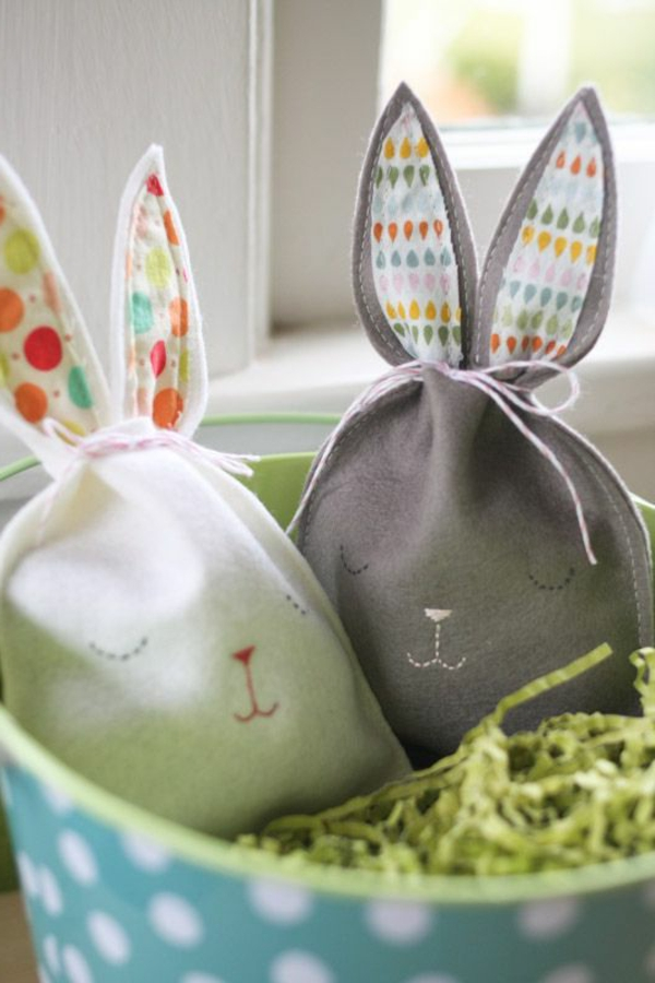 Easter decoration sewing small bags of bunny