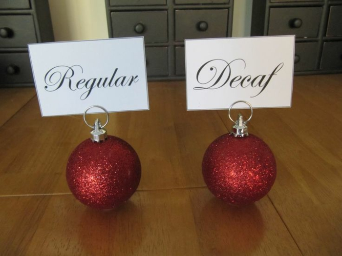 to make tablecloths table decoration for christmas with christmas balls