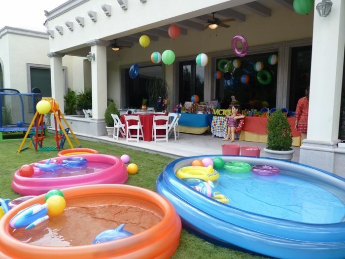 Toddlers party in the garden