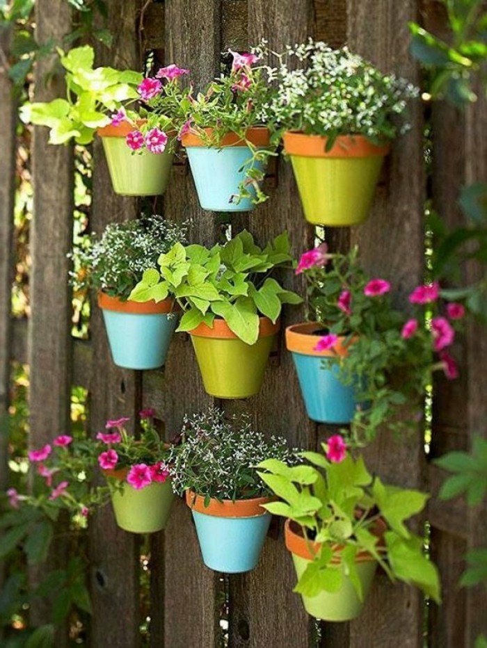 deco ideas garden fence decorate with flowerpots