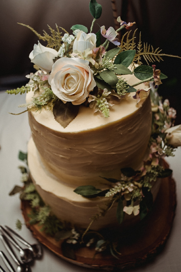 forest wedding tortendeko in boho style with fondant and real roses