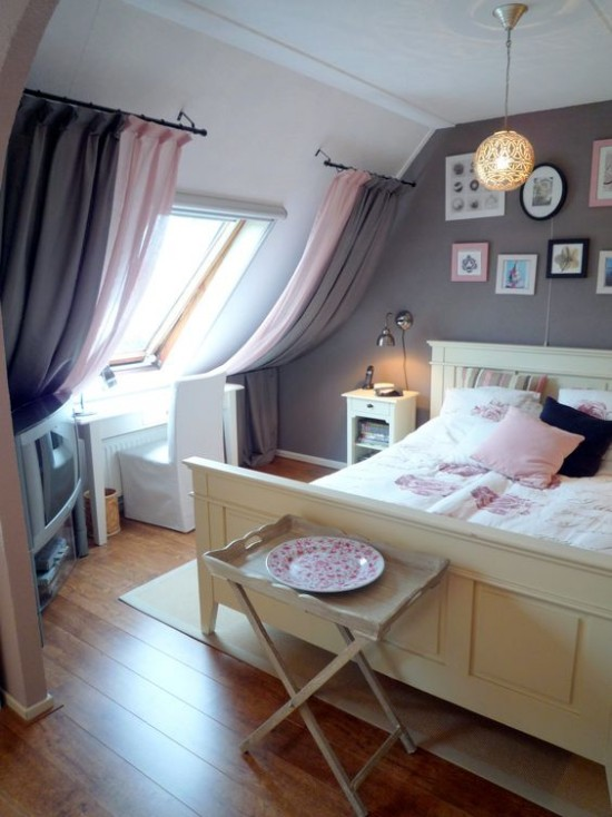 Window curtains in shades of pink and gray