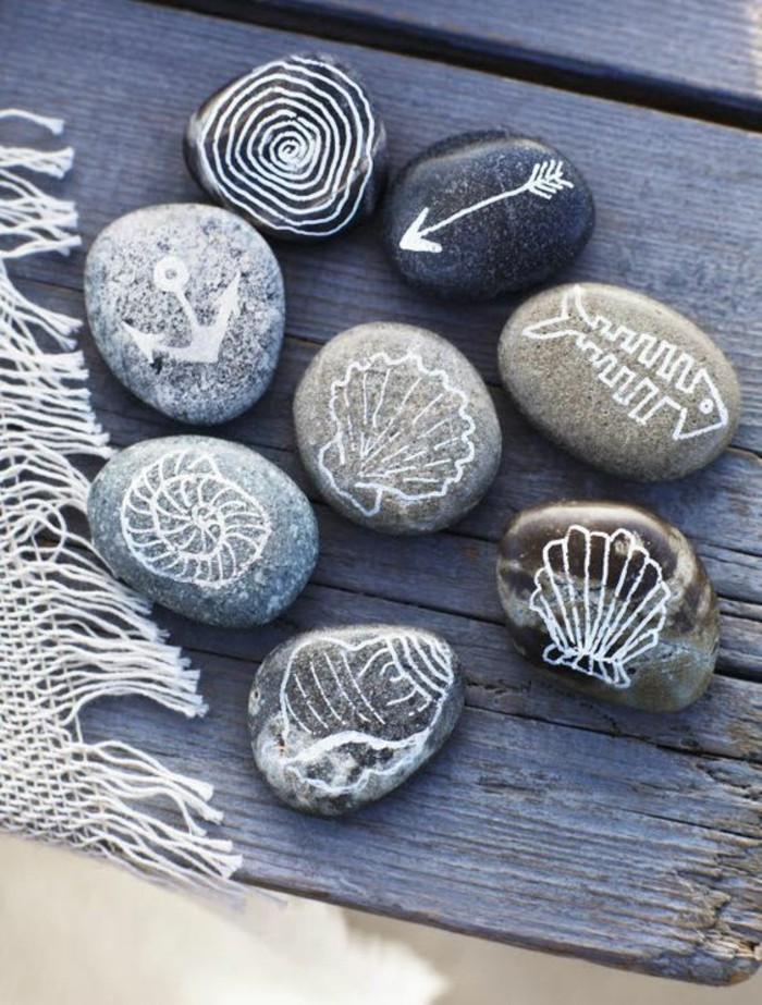 stones painted table decoration summer