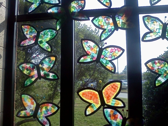 Making window pictures with children's colorful glass