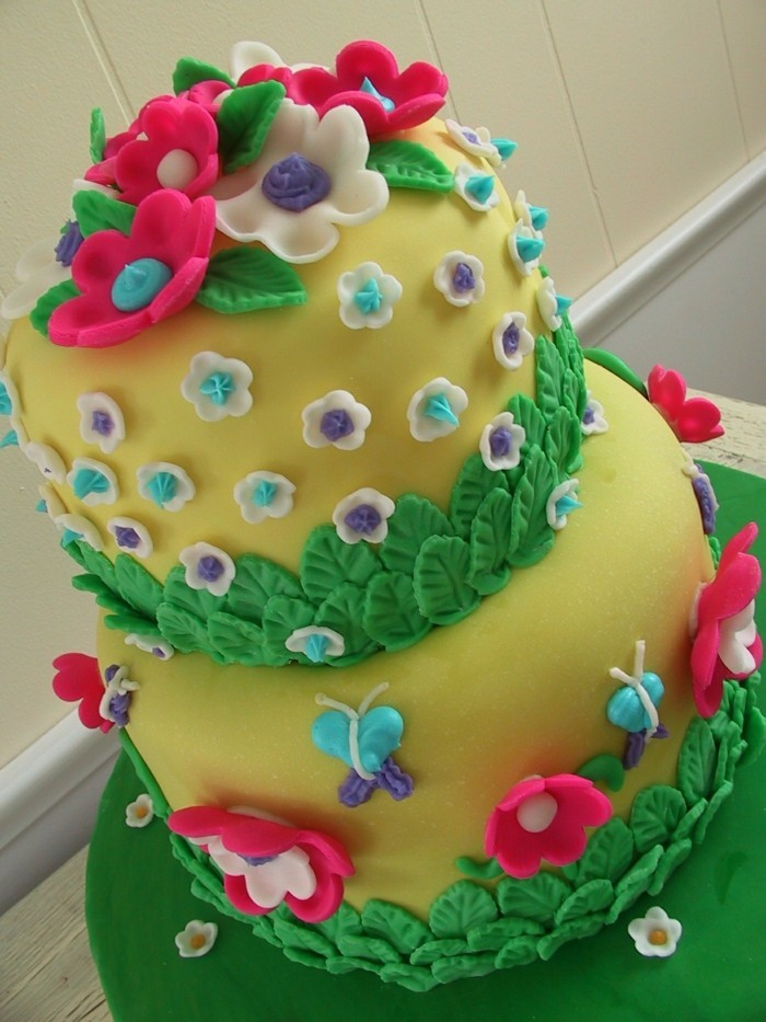 cake deco flowers from fondant for cake decoration