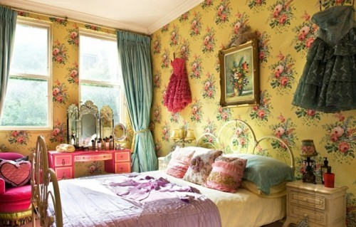large sized floral patterned wallpaper