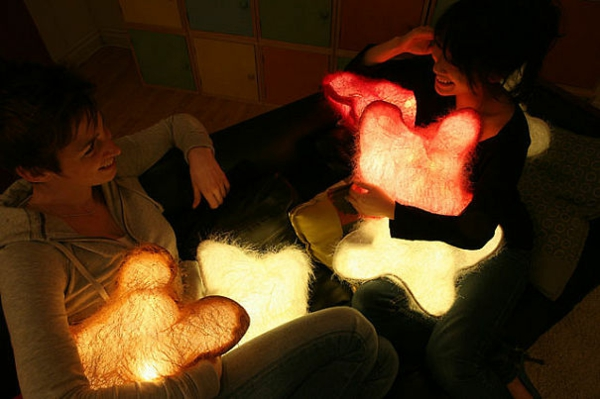Creative-Pillow-and-pillow-light
