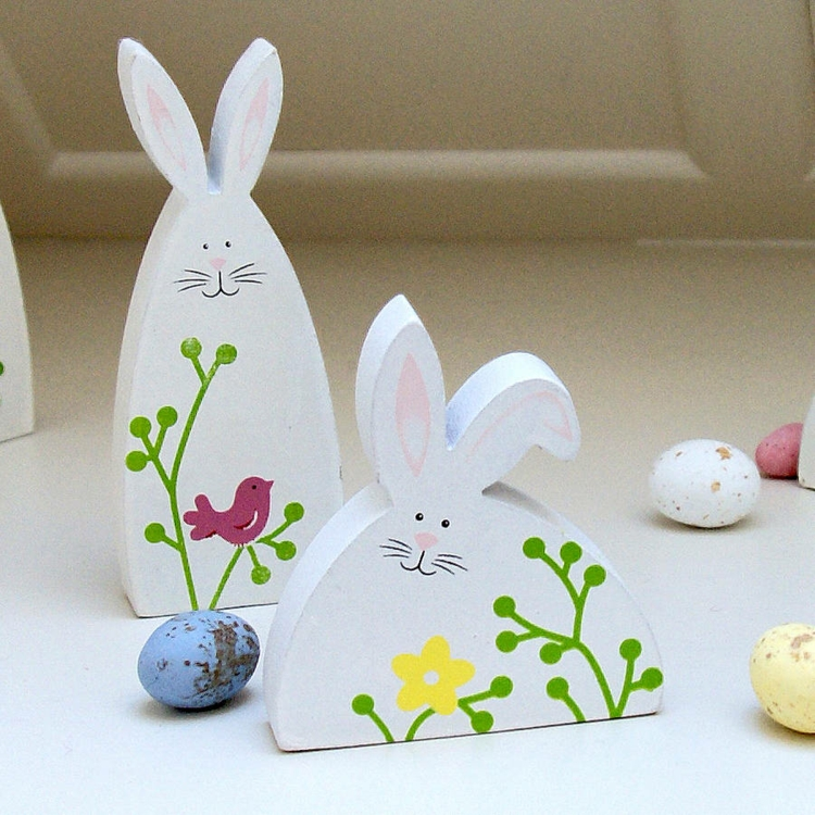Easter decoration made of wood Deco products Easter decoration ideas painted Easter bunnies