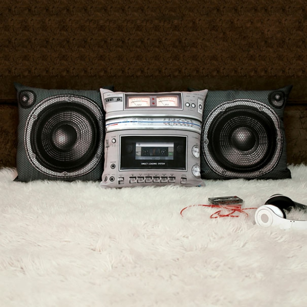 Creative-Pillow-and-pillow-radio