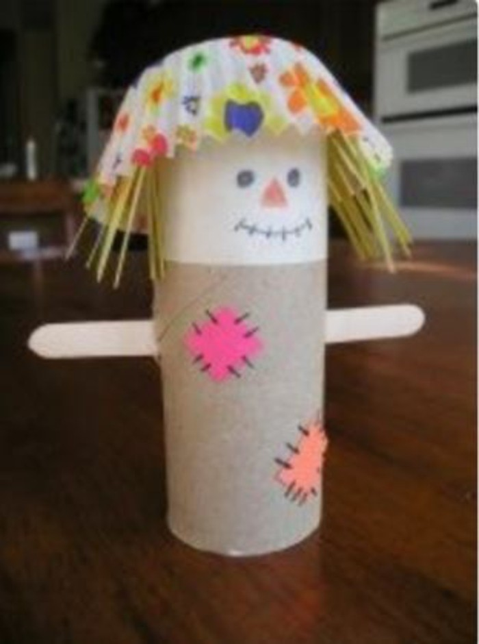 making autumn with children make autumn decoration yourself crafting paper towels with scarecrow