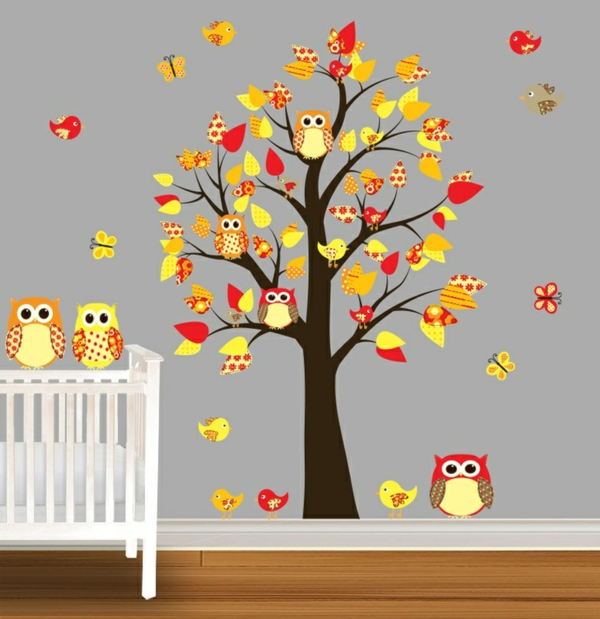Children's room decorate owls tree leaves