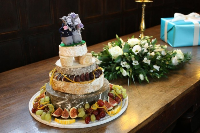 Cake decoration for the wedding
