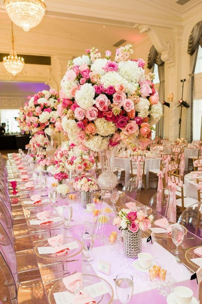 Wedding decoration with many flowers