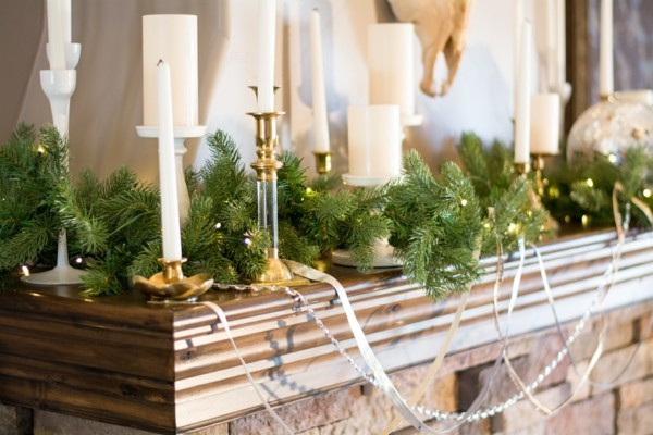 Rustic decorations themselves make candles fir-tree branches
