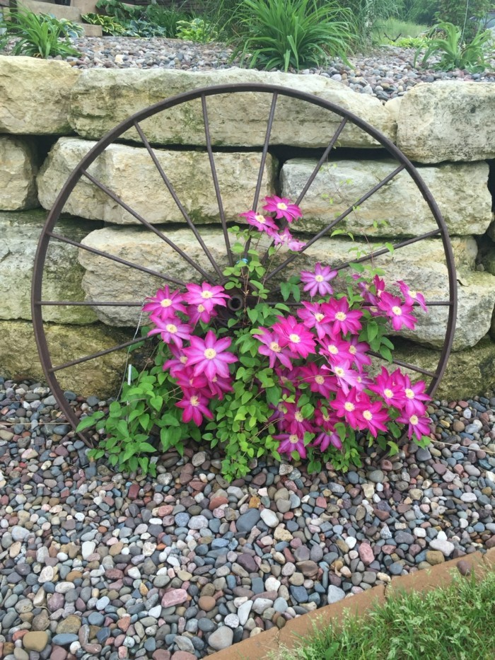 make garden decoration yourself from unusable objects