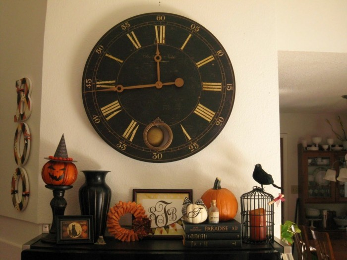 wall clock vintage wall decor halloween deco ideas