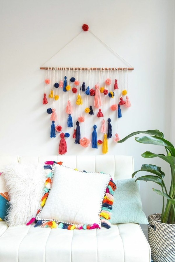 Make wall design with tassels yourself