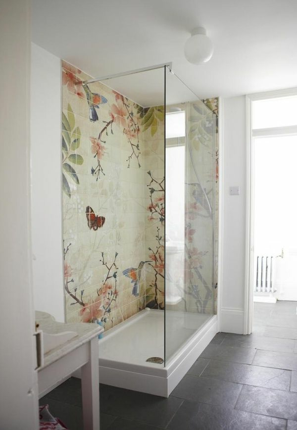 fascinating accent wall in the bathroom