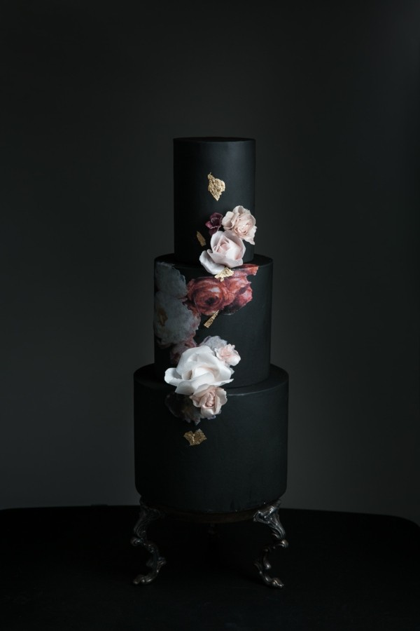 Wedding cakes noble floral decoration