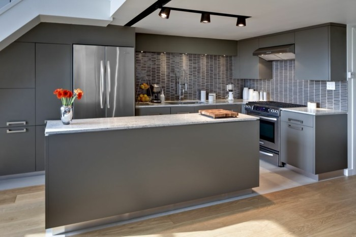 Mixing colors of kitchen island