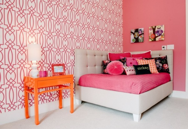 choose bedroom wallpaper for the interior design in pink