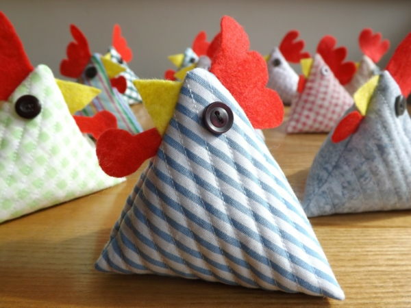 deco ideas easter hen sewing buttons decoration