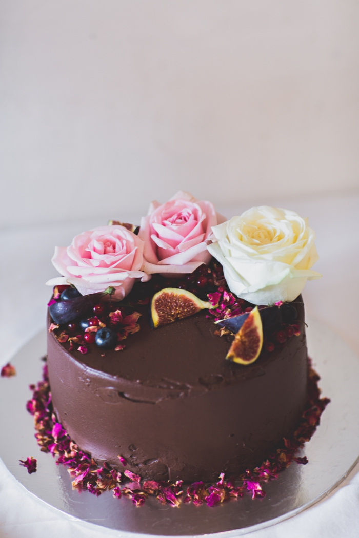 simple chocolate cake in boho style with real roses and figs