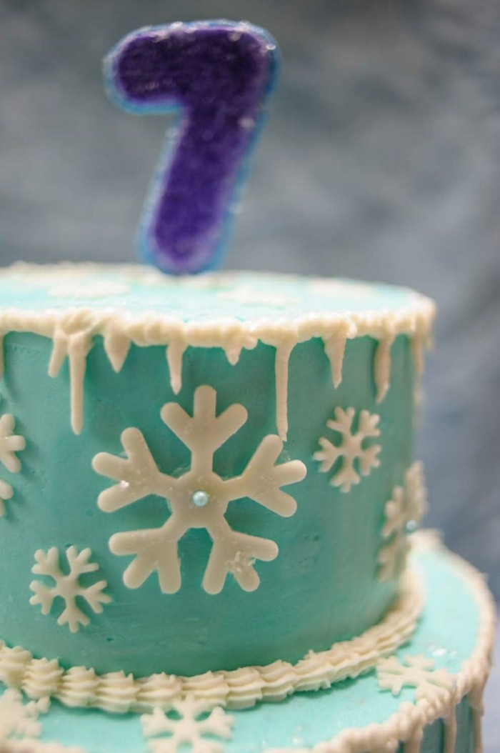 pies decoration snowflakes from fondant