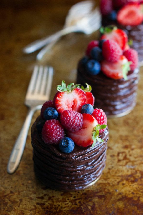 beautiful mini cake decorate fruits chocolate