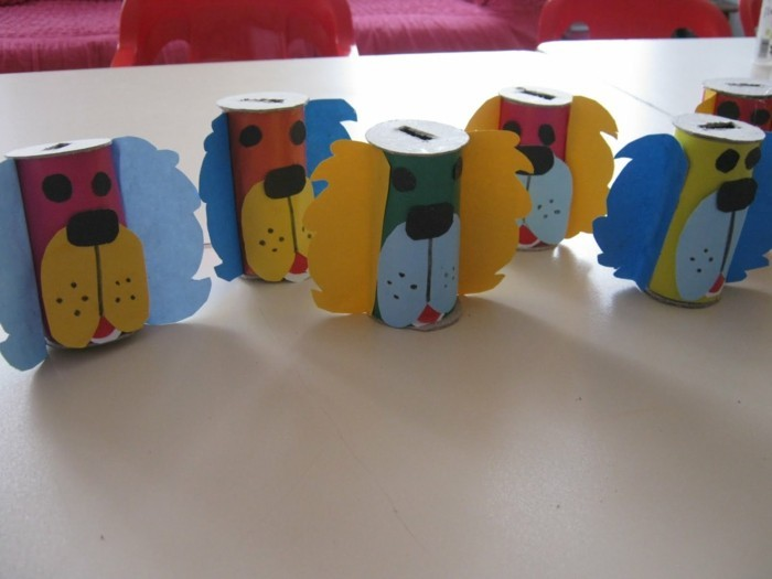 make autumn tinkling with children make autumn decorations yourself with paper towels roll dogs money