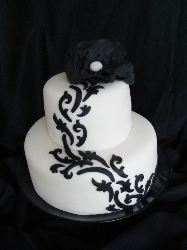 Wedding cakes black ornaments