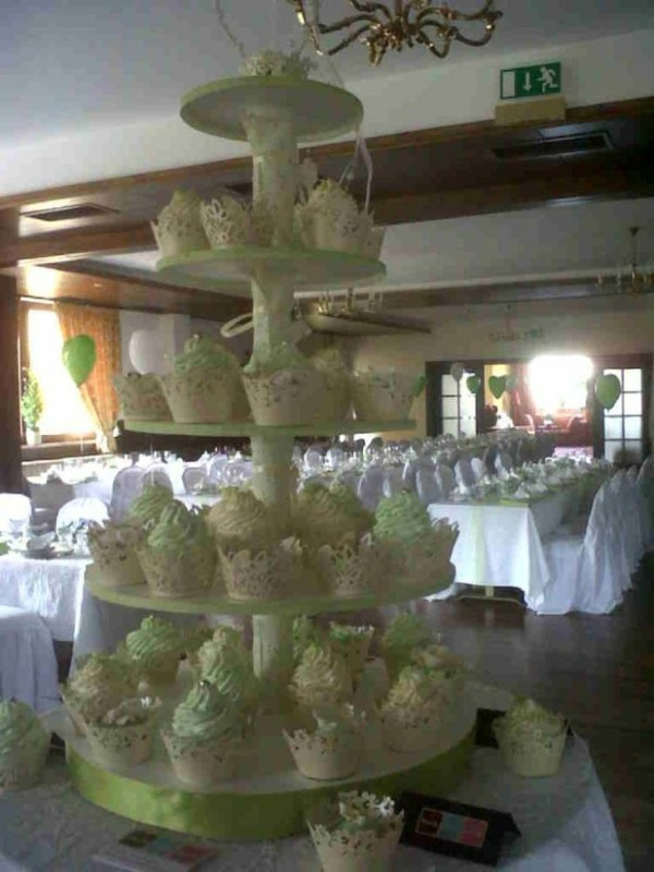 Matching cake stand for weddings