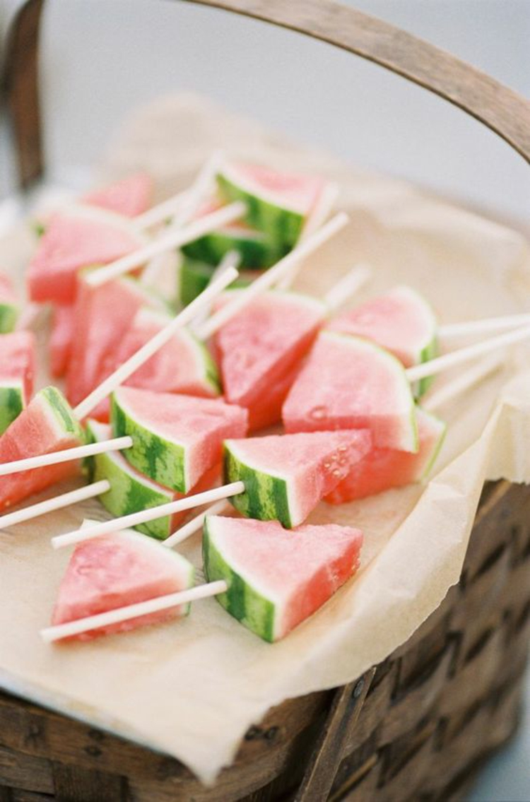 Table decoration Garden Party Deco itself make watermelon appetizers