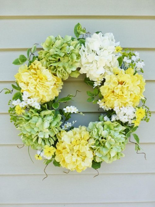 Delicate colors flower wreath real eye-catcher