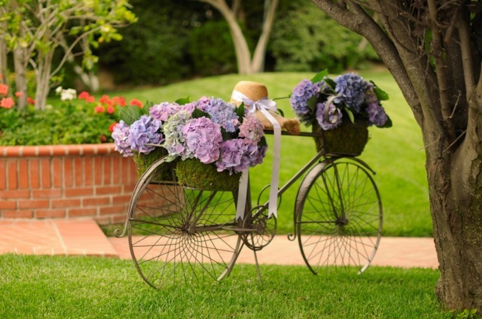 Decorate your bicycle and place it in the garden
